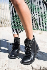 bottines-rangers-cloutees-a-rubans-noires